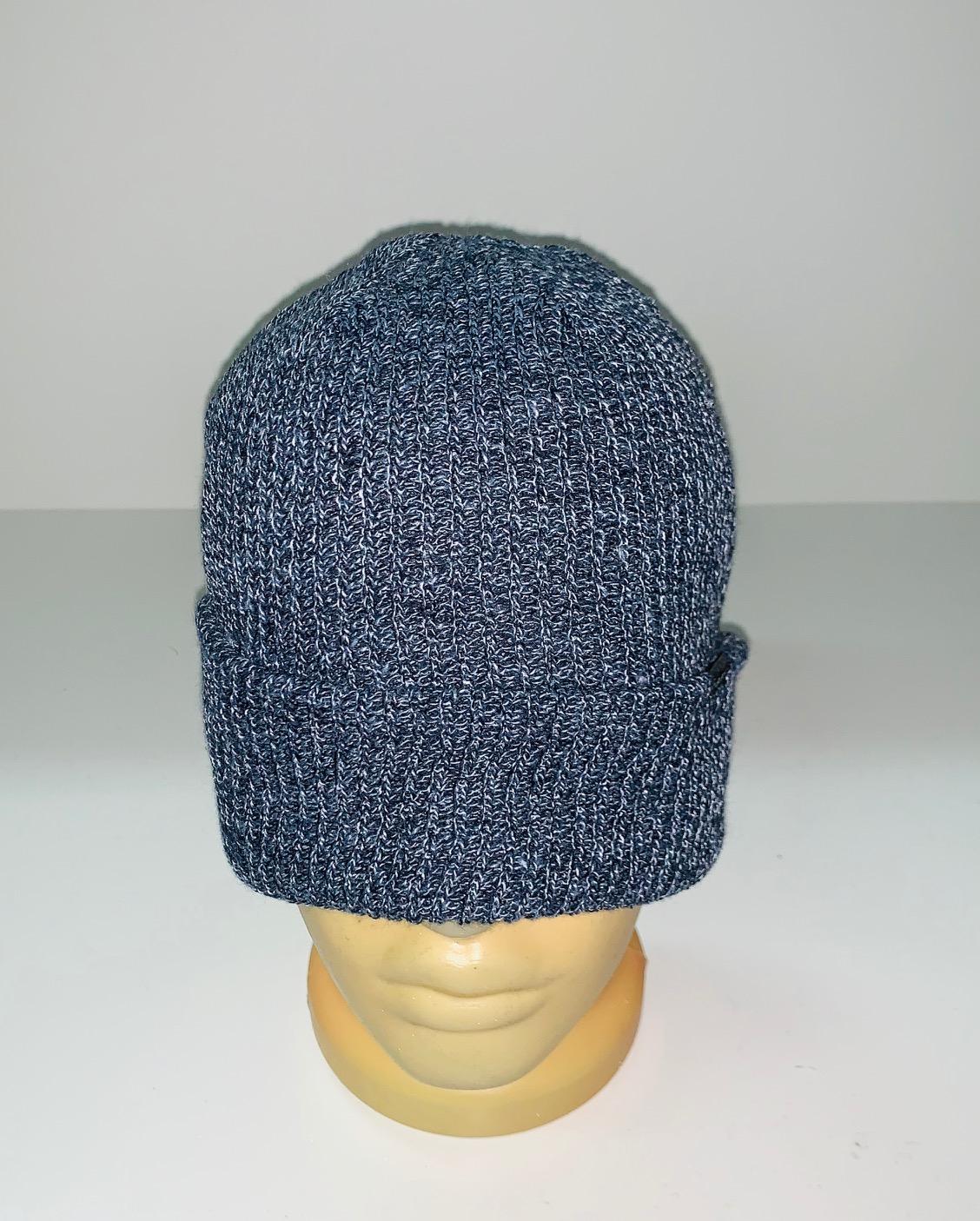 Крутая светло-серая шапка