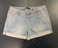 Крутые джинсовые женские шорты