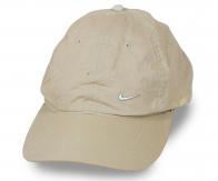 Светло-бежевая летняя кепка. Выручит в жару, защитит от солнца, дополнит твой спортивный образ. Стирай, суши – головной убор отлично держит форму!