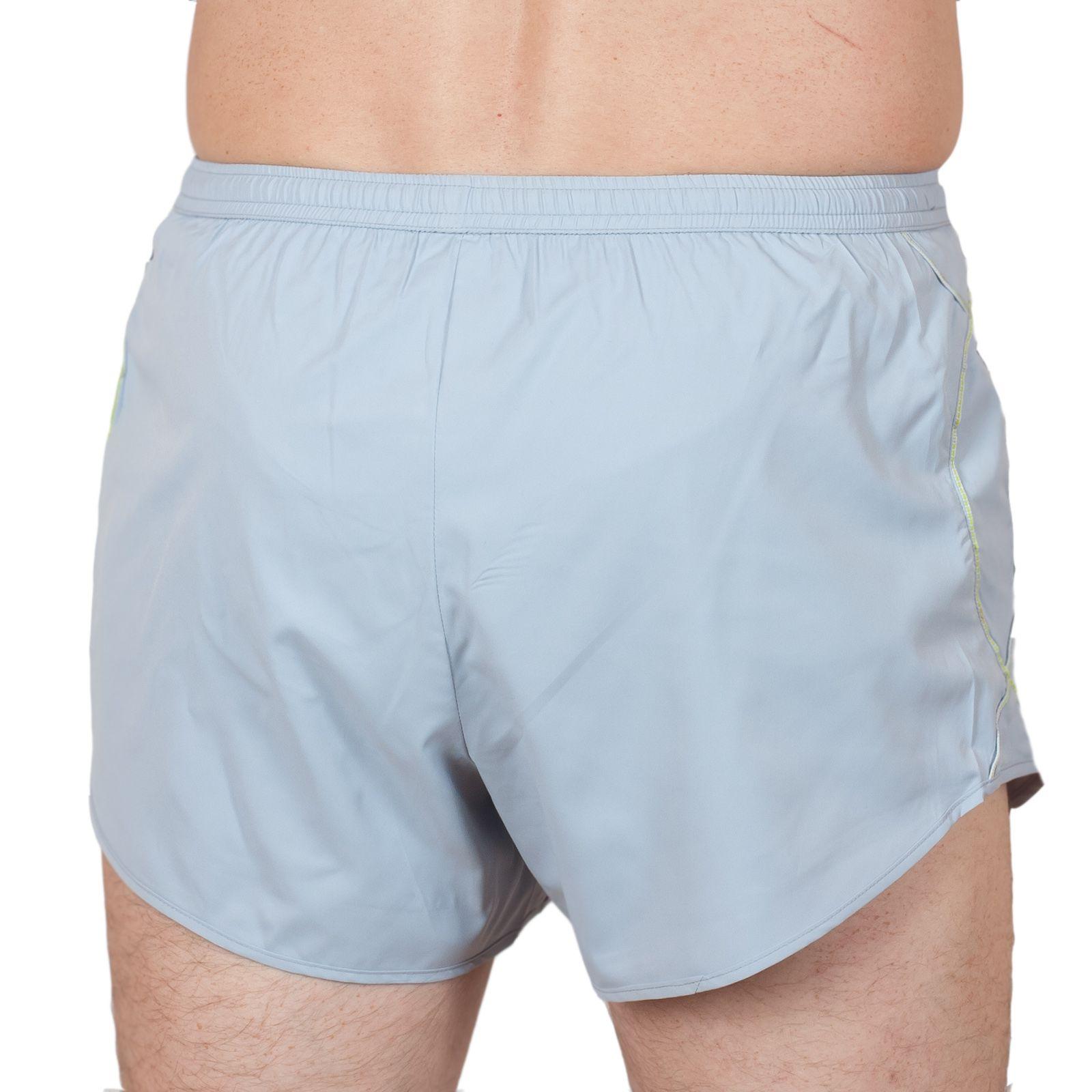 Курортные мужские шорты - вид сзади