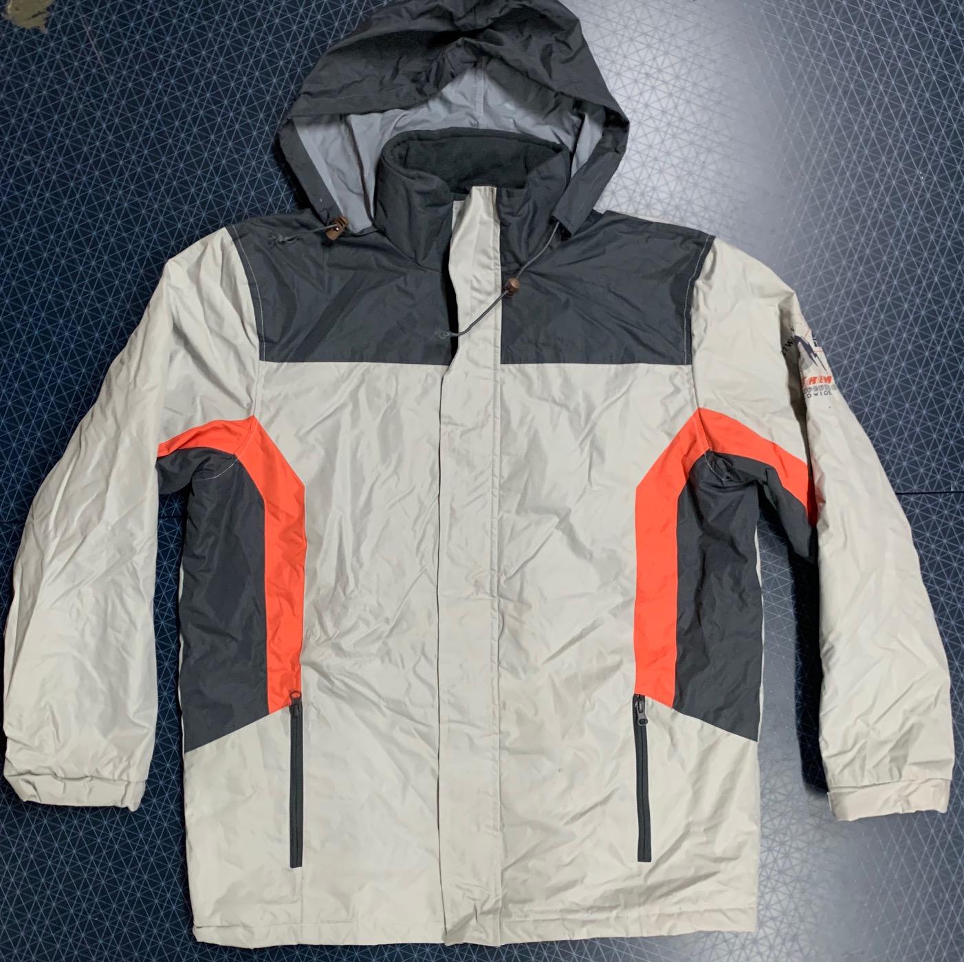 Куртка мужская  Atlas for MEN светлого оттенка с контрастными вставками