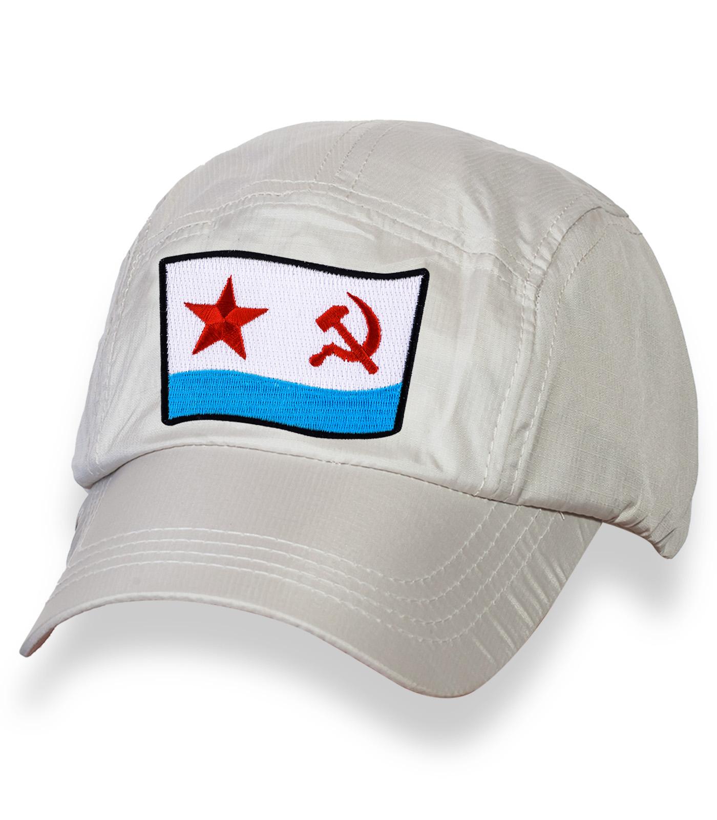 Лаконичная белая бейсболка с нашивкой ВМФ СССР
