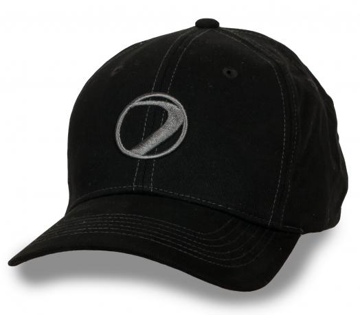 Лаконичная черная бейсболка DYE