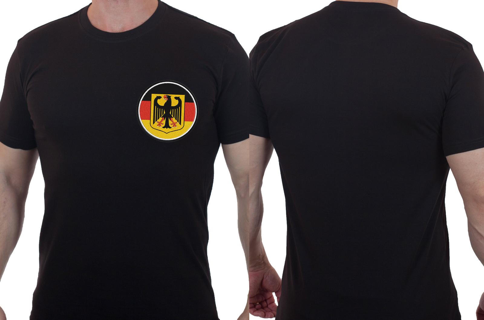 Лаконичная черная футболка с вышивкой Германия