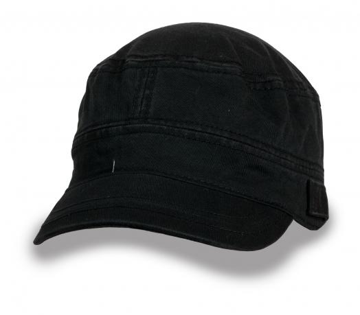 Лаконичная черная кепка-немка