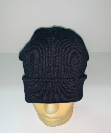 Лаконичная черная шапка