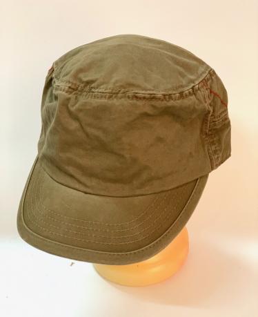 Лаконичная кепка-немка коричневого цвета