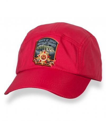 Лаконичная красная бейсболка с патриотическим термотрансфером
