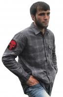 Лаконичная рубашка с вышитым шевроном Каратель