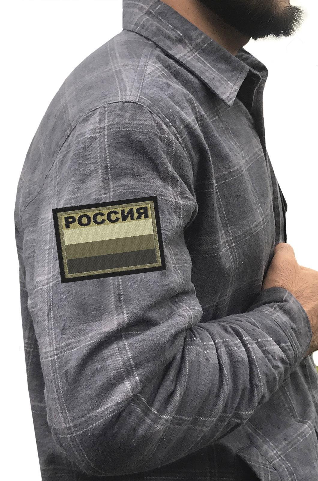 Лаконичная рубашка с вышитым шевроном Россия полевая - купить выгодно