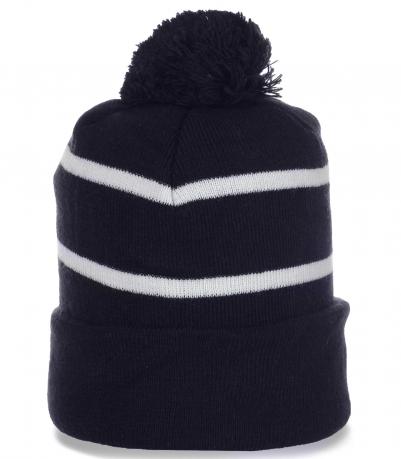Лаконичная спортивная мужская шапочка с помпоном