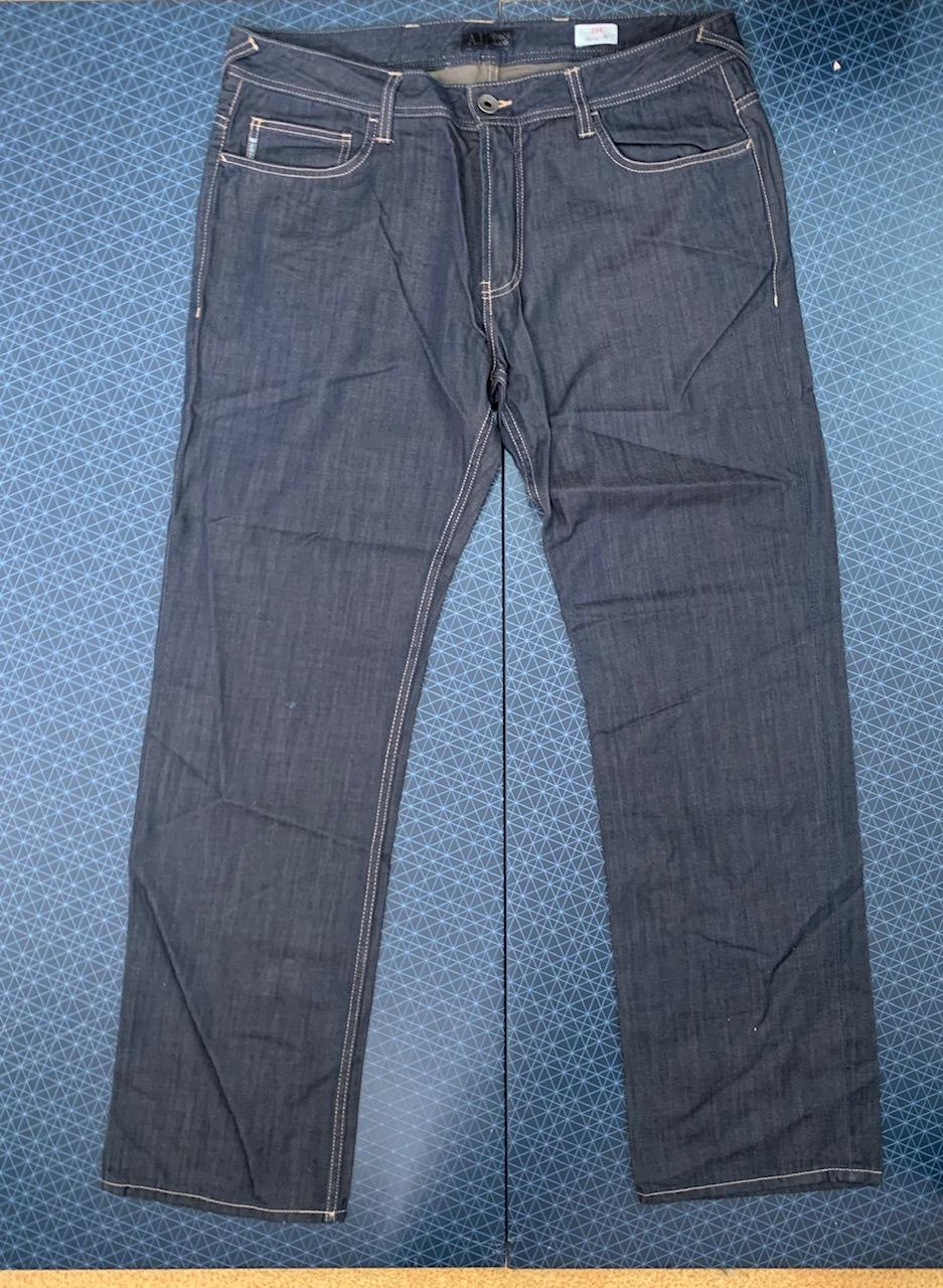Лаконичные мужские джинсы