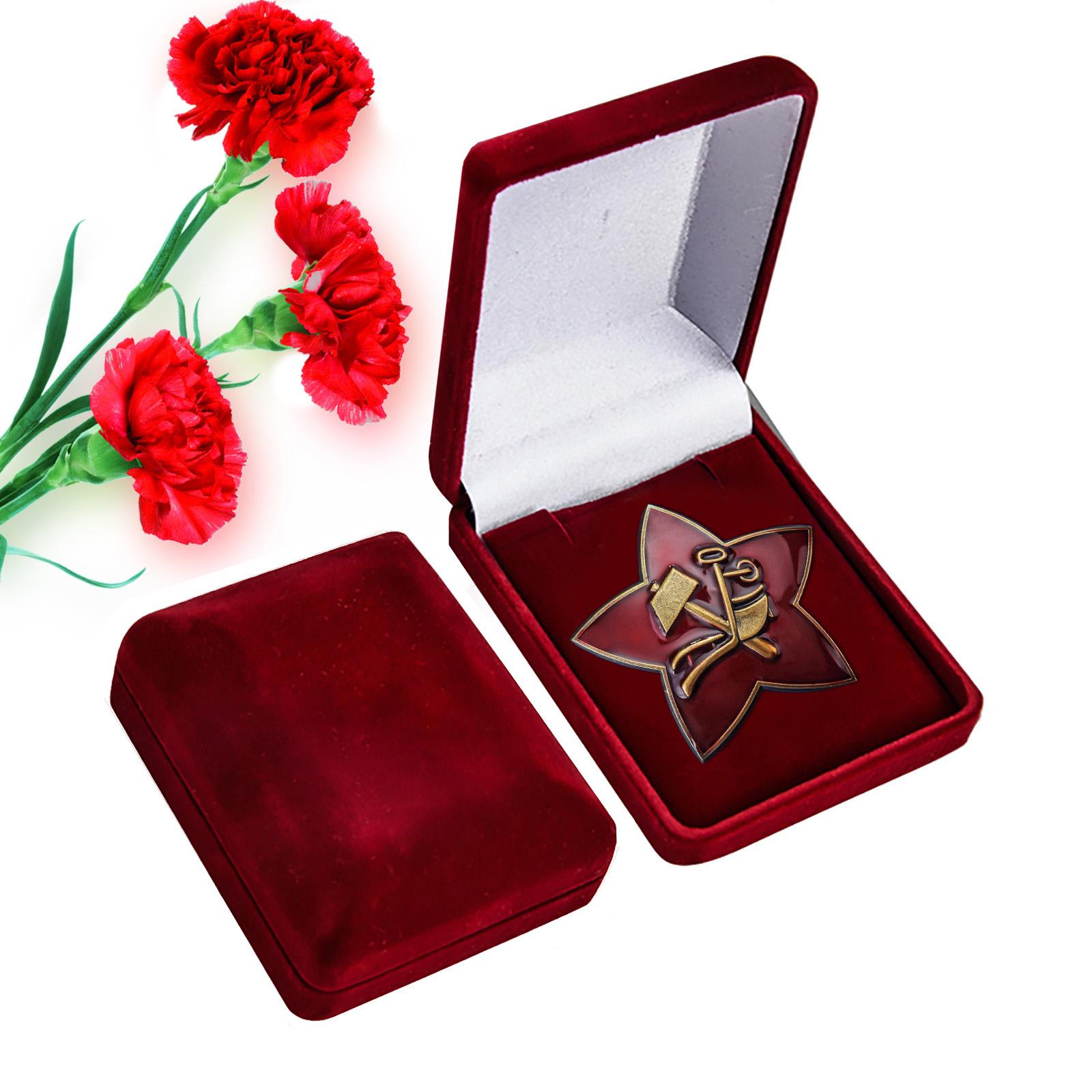 Латунная кокарда РККА 1918 г. - в красном презентабельном футляре