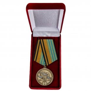 Латунная медаль 100 лет Военно-воздушной академии им. Н.Е. Жуковского и Ю.А. Гагарина - в футляре