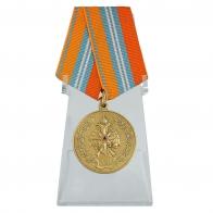 Латунная медаль ГКЧС-МЧС на подставке