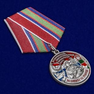 Латунная медаль Погранвойск За службу на границе (82 Мурманский ПогО) - общий вид