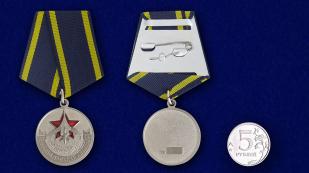 """Латунная медаль """"Ветеран дальней авиации"""" (в футляре) - сравнительный вид"""