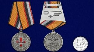 Латунная медаль За борьбу с пандемией COVID-19 - сравнительный вид