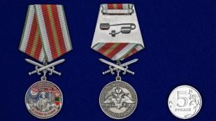 Латунная медаль За службу в Алакурттинском пограничном отряде - сравнительный вид