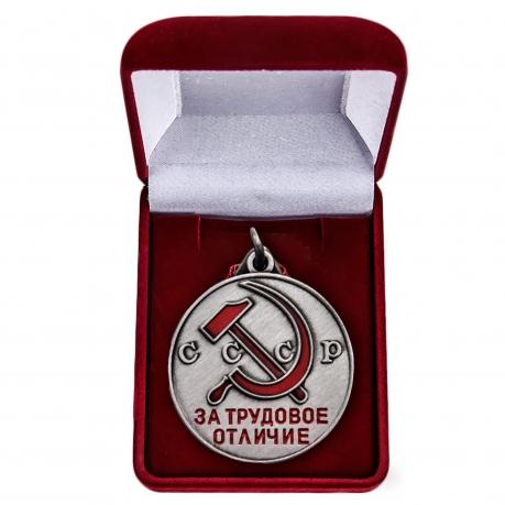 Латунная медаль За трудовое отличие СССР - в футляре
