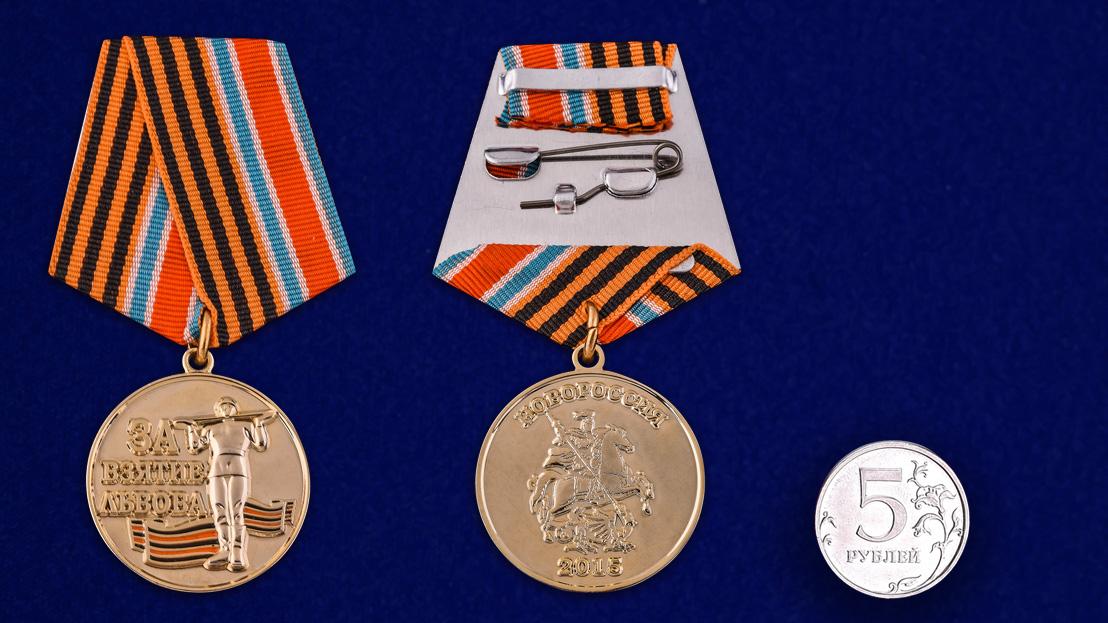 """Латунная медаль """"За взятие Львова"""" - сравнительный вид"""