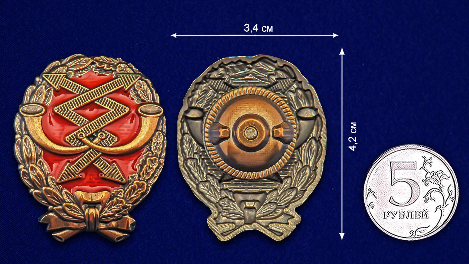 Латунный знак Красного военного связиста - сравнительный вид