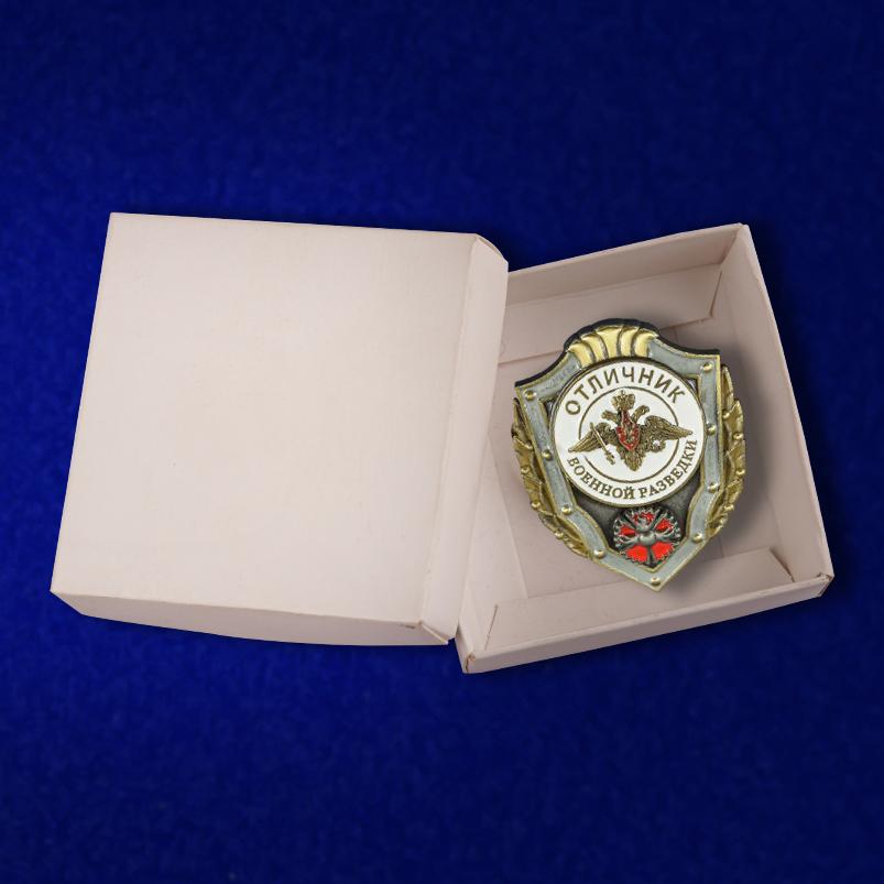Латунный знак Отличник военной разведки на подставке - в коробочке