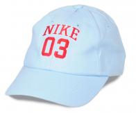 Светлая летняя бейсболка с номером. Однотонный дизайн сочетается с разными вещами из твоего гардероба. Рекомендуем купить и спортивным парням, и гламурным кискам