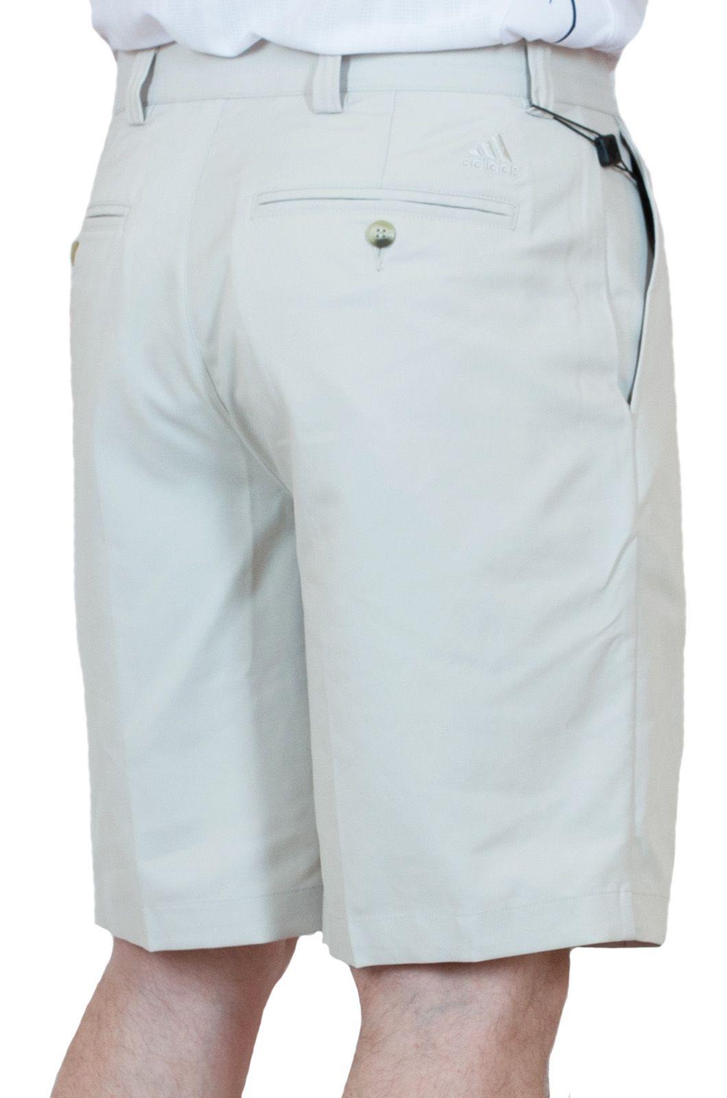 Легкие курортные шорты для мужчин - вид сзади