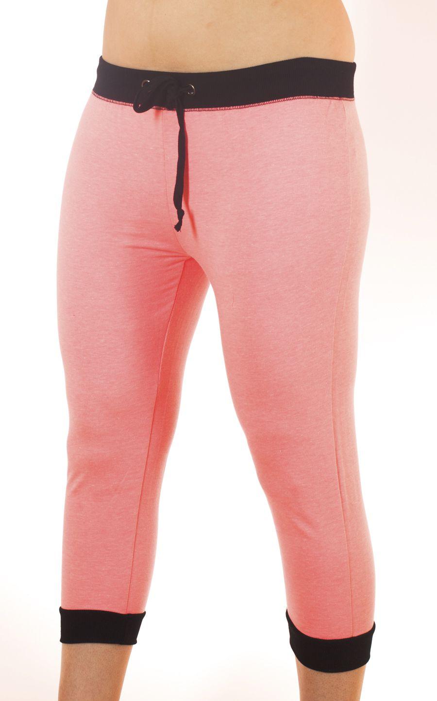 Легкие женские брюки капри для спорта Coco Limon - вид спереди