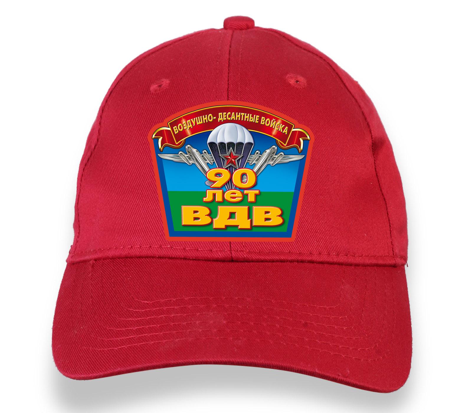 Купить летнюю красную бейсболку с термонаклейкой 90 лет ВДВ оптом или в розницу