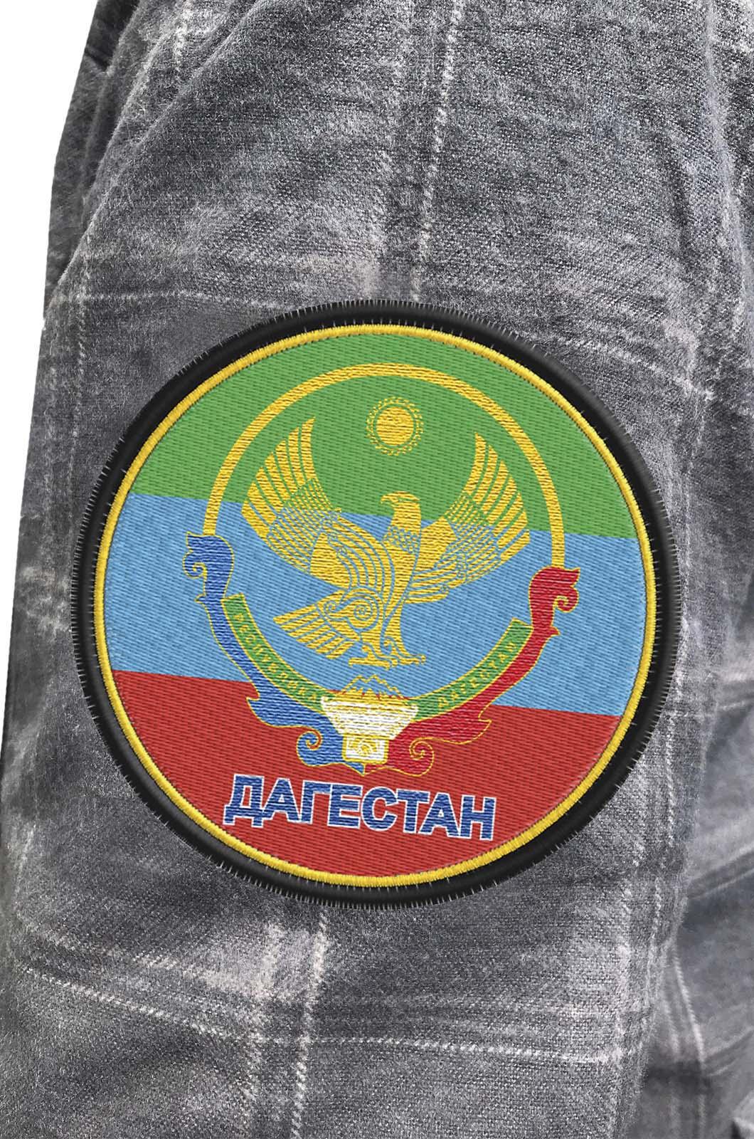 Лучшая мужская рубашка с вышитым флагом Дагестана - купить онлайн