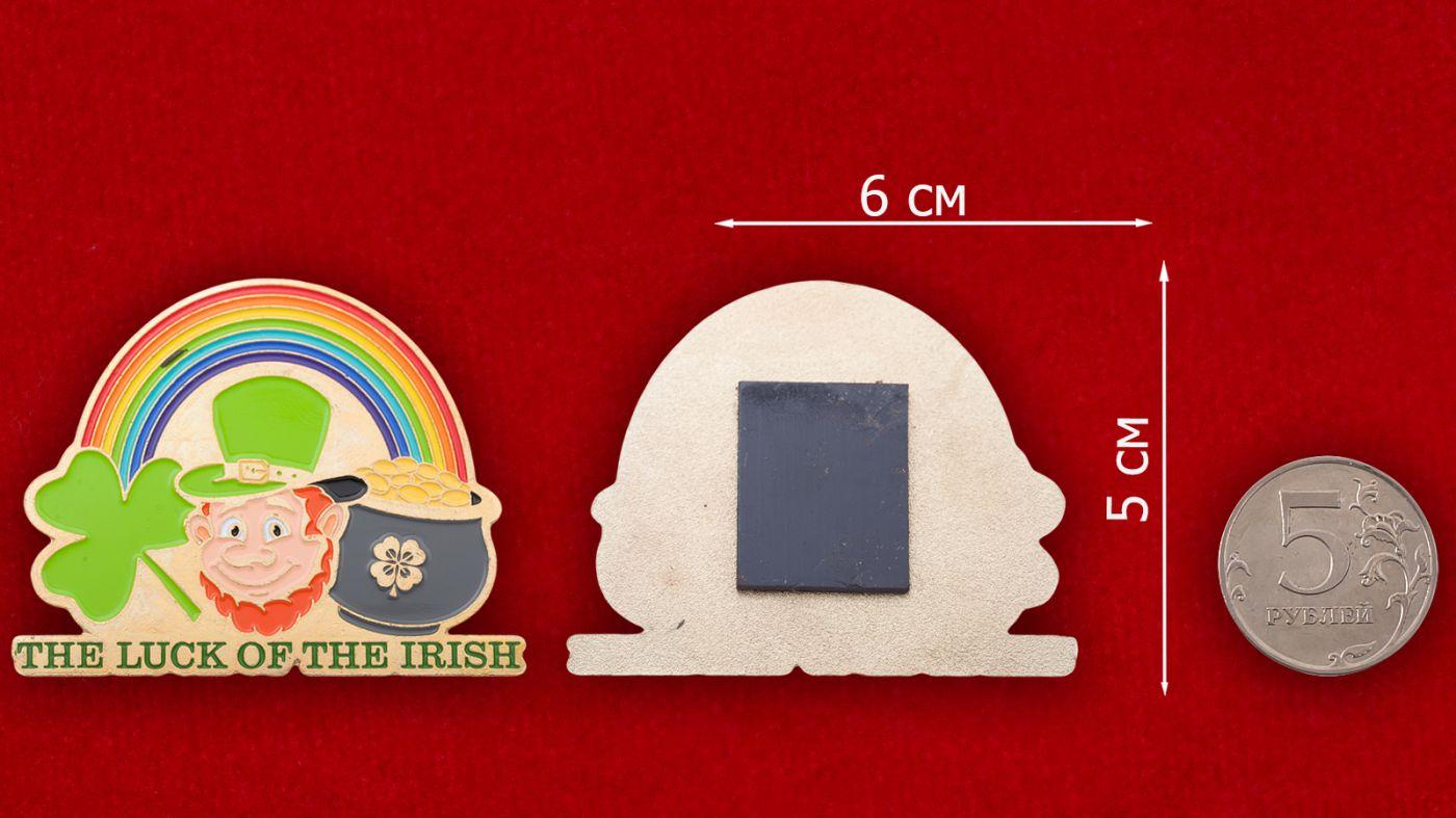 """Магнит """"Ирландский везунчик"""" - сравнительный размер"""