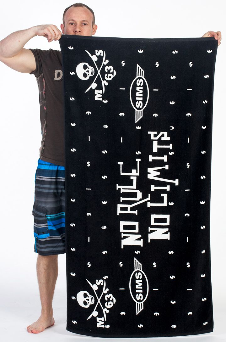 Махровое чёрное полотенце