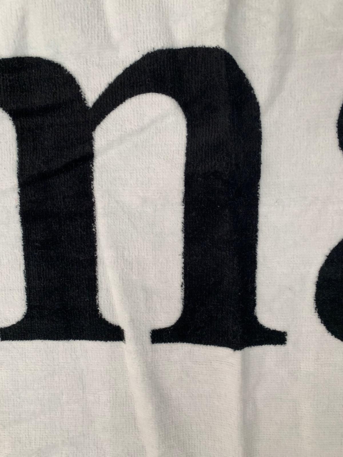 Махровое светлое полотенце