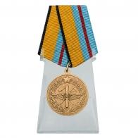 Медаль 100 лет инженерно-авиационной службе ВКС на подставке