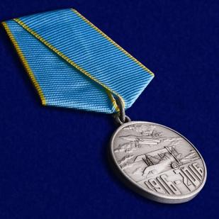 """Медаль """"100 лет Истребительной авиации"""" в футляре из бархатистого флока - общий вид"""