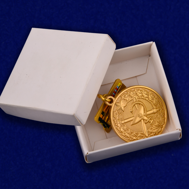 """Медаль """"100 лет медицинской службы ВКС"""" в коробочке"""