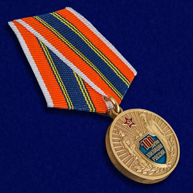 """Медаль """"100 лет Российской милиции"""" в бархатистом футляре из бордового флока - общий вид"""