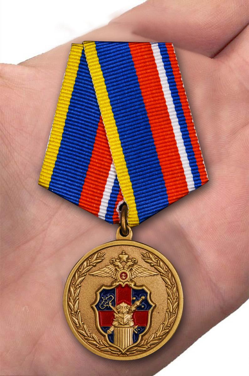 Медаль 100 лет Службе тыла МВД России -на ладони
