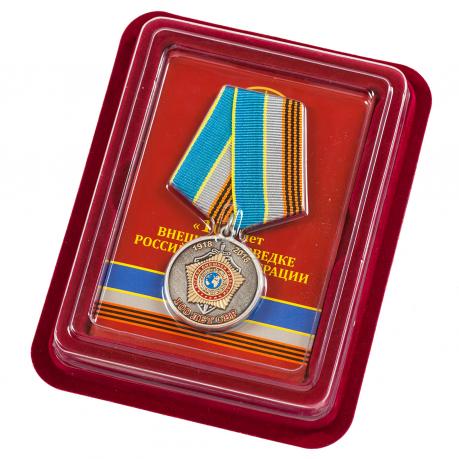 """Медаль """"100 лет СВР России"""" с удостоверением в наградном футляре"""