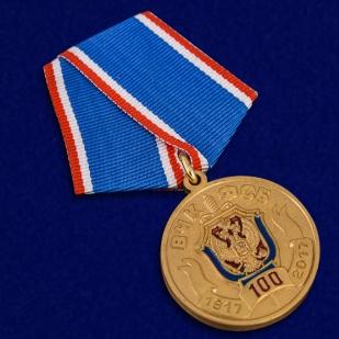 Медаль 100 лет ВЧК-ФСБ в футляре из бордового флока - общий вид