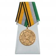 Медаль 100 лет Военной торговле на подставке