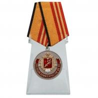 """Медаль """"100 лет Военным комиссариатам"""" МО РФ на подставке"""