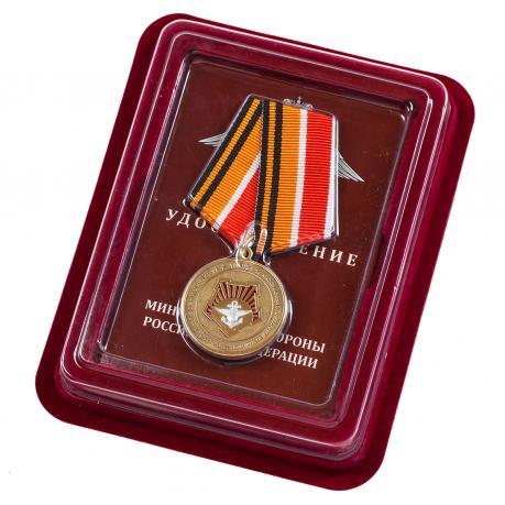 """Медаль """"100 лет Восточному военному округу"""" в наградном футляре"""