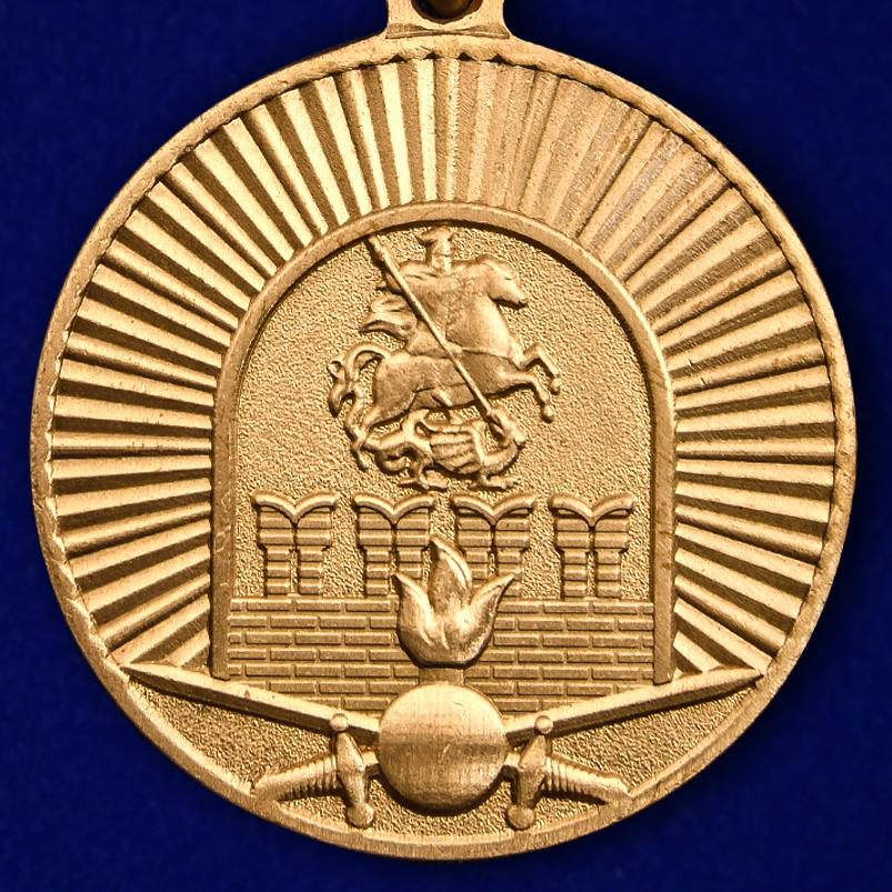 Купить медаль 100-летие Московского ВОКУ в бордовом футляре с покрытием из бархатистого флока
