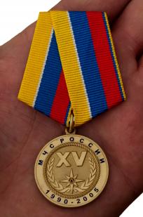 Медаль 15 лет МЧС России - вид на ладони