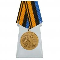 Медаль 200 лет Военно-топографическому управлению Генерального штаба на подставке