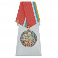 Медаль 25 лет МЧС России на подставке