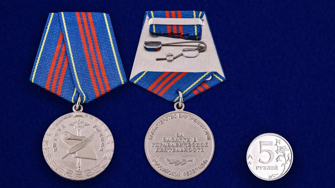 Медаль МВД РФ «За заслуги в управленческой деятельности» 3 степени - сравнительный размер